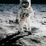 Uzaya Giden İlk Canlı Kimdir? Uzaya Çıkan İlk İnsan Kimdir? Ay'a Giden İlk İnsan Kimdir?
