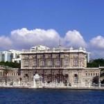 Dolmabahçe Sarayı Nerededir? Dolmabahçe Sarayını Kim Yaptırdı? Tarihi, Mimarisi, Özellikleri