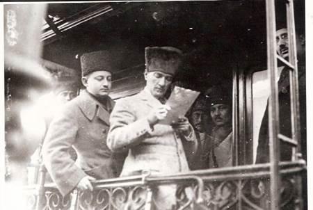 Muzaffer Kılıç ve Atatürk-2