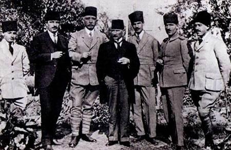 Muzaffer Kılıç ve Atatürk