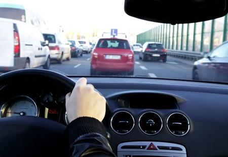 uzun yolda araba kullanmak
