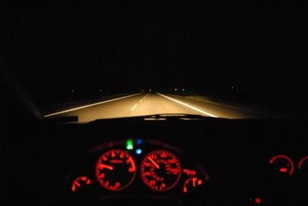 Uzun Yolda Gece Araba Kullanma