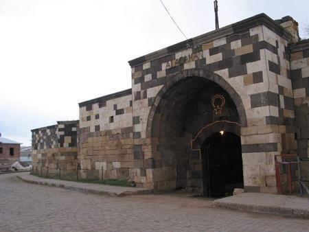 Sivas Alacahan Kervansarayı