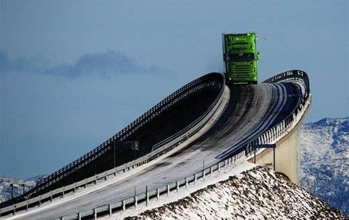 Dünyadaki En Sıradışı Yollar (Resim)